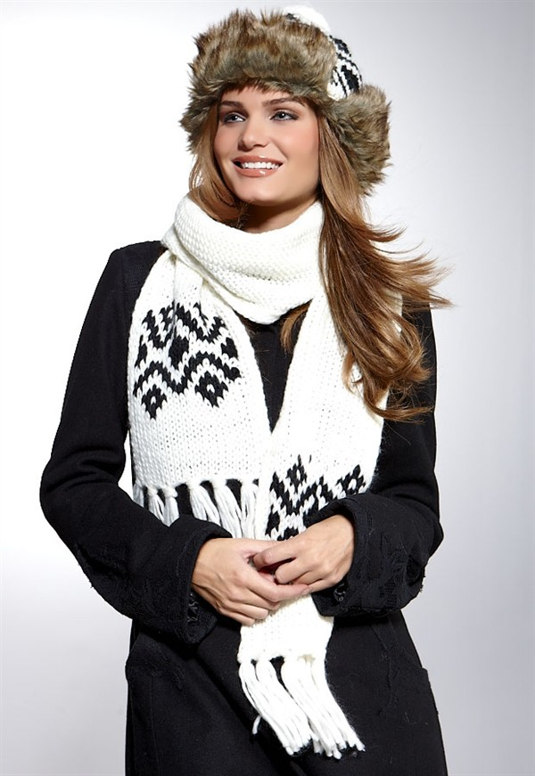 Stylish And Unique Winter Scarf - Created by Maira Khan - In ...
